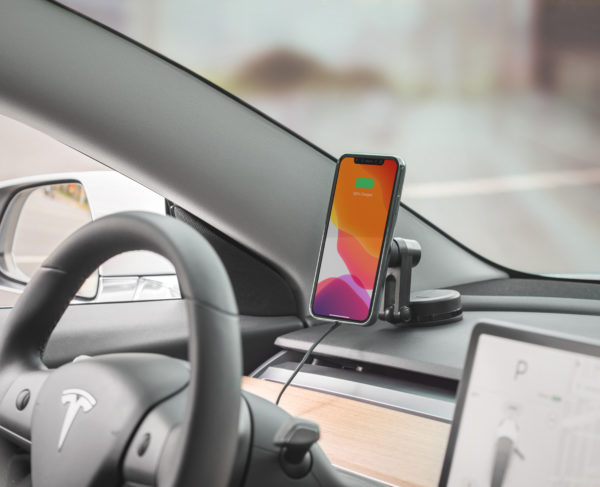 SnapTo Universal Car Mount with Wireless Charging_LS_